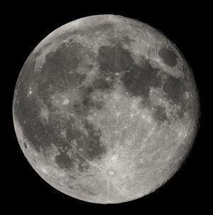 594pxfull_moon_luc_viatour