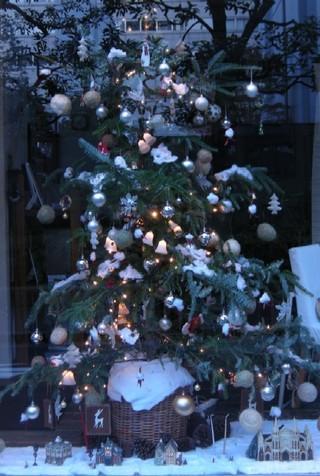 Christmastreeinthemorning3jpg